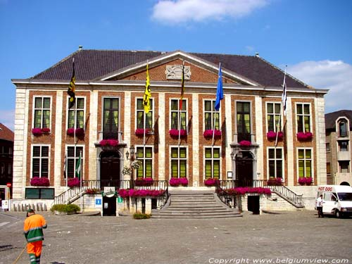 Town hall DIEST picture