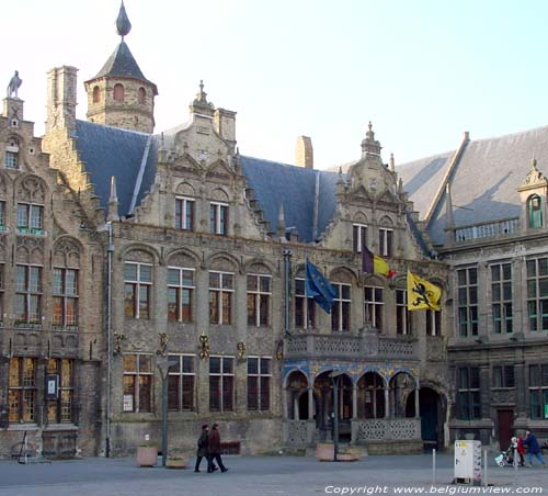 Town hall VEURNE picture